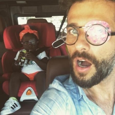 """""""Hoje ela preferiu o azul, e eu, o rosa"""", escreveu Bruno Gagliasso em seu Instagram - Reprodução/Instagram"""