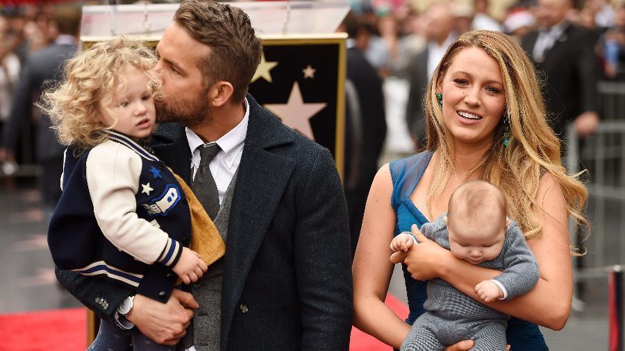 Ryan Reynolds e Blake Lively com as filhas em Hollywood - Getty Images