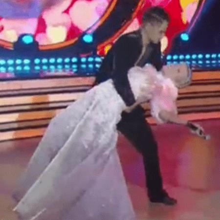 "Mika surpreende Xuxa no ""Dancing Brasil"" - Reprodução/TV Record"