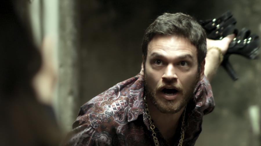 """Rubinho (Emilio Dantas) leva sapatada da mulher em """"A Força do Querer"""" - Reprodução/GShow"""