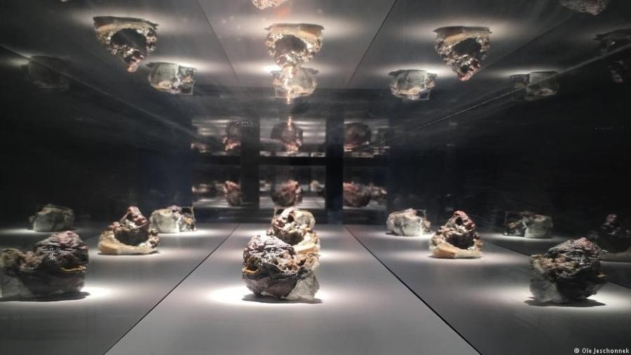 """Exposição da série em Berlim, na Kunsthochschule Weissensee, levou a artista a receber o prêmio """"mart stam preis 2016"""" - Ole Jeschonnek"""