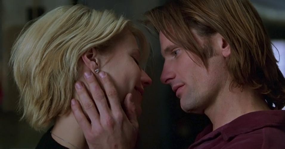"""Gwyneth Paltrow e Viggo Mortensen em """"Um Crime Perfeito"""" (1998)"""