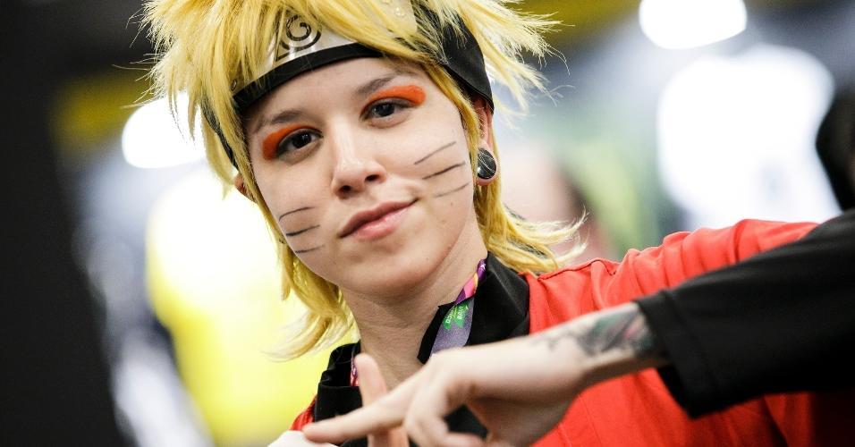 Naruto faz sinal de mão nos corredores da CCXP