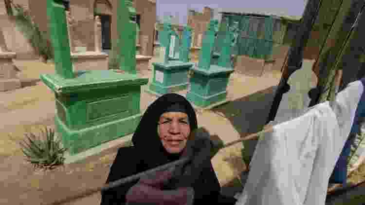 Na Cidade dos Mortos, túmulos fazem parte dos quintais das casas - REUTERS/Amr Abdallah Dalsh - REUTERS/Amr Abdallah Dalsh