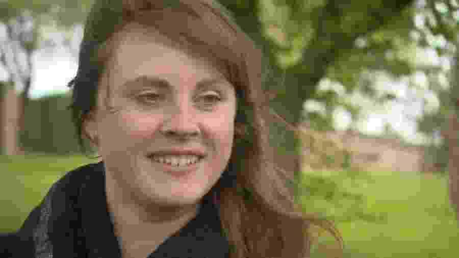 Rebecca Barker, de 37 anos, diz que dependência em sexo arruinou seu relacionamento e a levou a se isolar - BBC