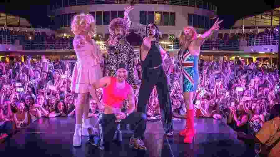 Integrantes dos Backstreet Boys se vestem de Spice Girls - Reprodução/Twitter