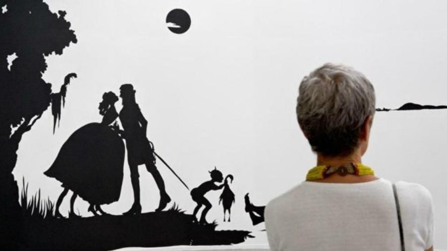 Kara Walker tem um olhar inabalável sobre as exploração sexual e racial nas silhuetas da arte folclórica americana - Mark Alexander/Sikkema Jenkins & Co/Joshua White