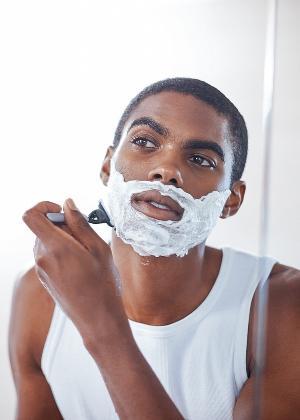 Sem como cortar a fazer barba se navalha uma com