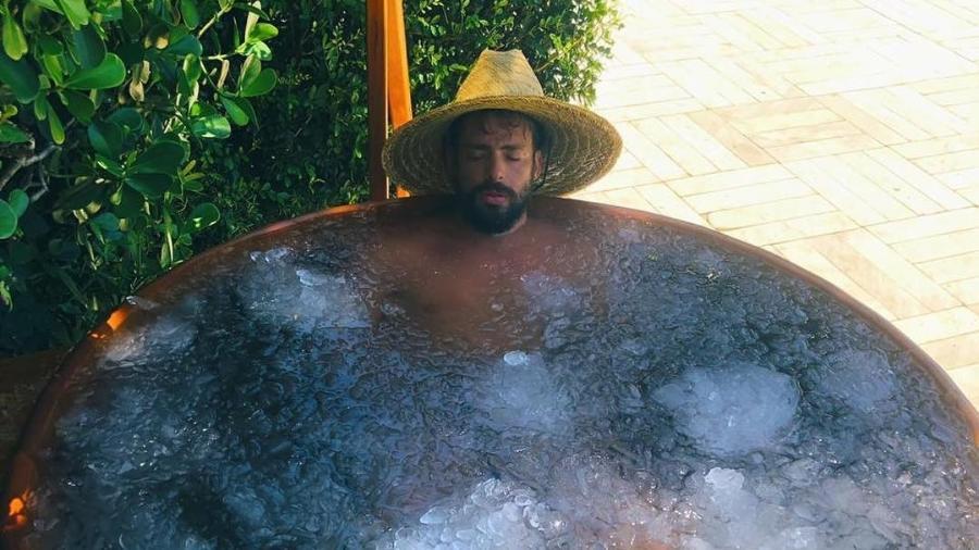 Cauã Reymond posta foto onde está em banheira cheia de gelo - Reprodução/Instagram