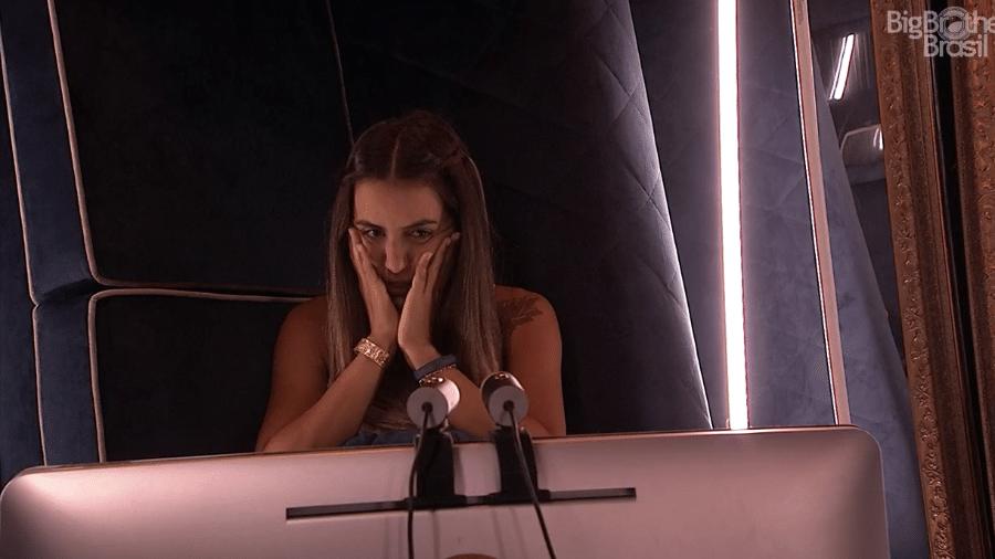 """Carolina no confessionário do """"BBB19"""" - Reprodução/GloboPlay"""