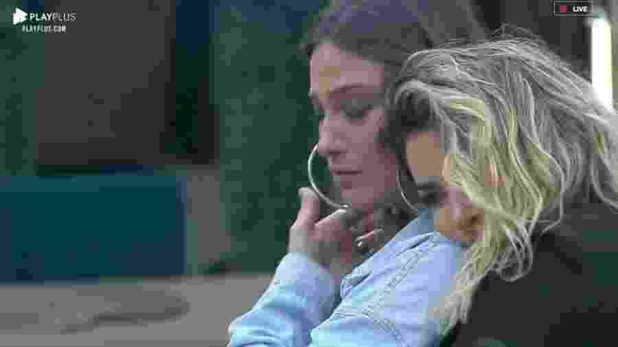 Tati Dias é consolada por Thayse Teixeira após votação - Reprodução/RecordTV