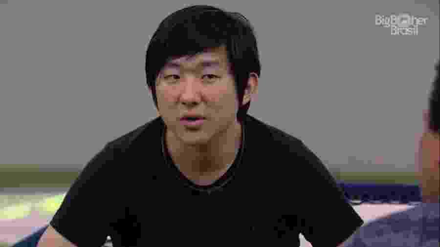 Pyong conversa com brothers no BBB 20 - Reprodução/Globoplay