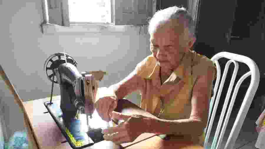 Dona Bernarda confecciona 30 máscaras por dia e já distribuiu mil delas em Santa Quitéria, no Maranhão - Arquivo Pessoal