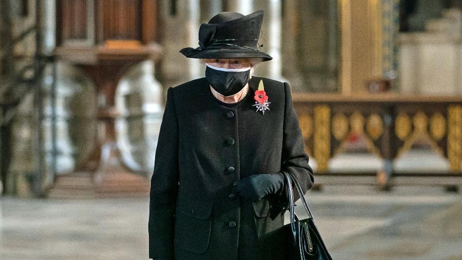 Rainha Elizabeth em primeira aparição de máscara - Aaron Chown - WPA Pool/Getty Images