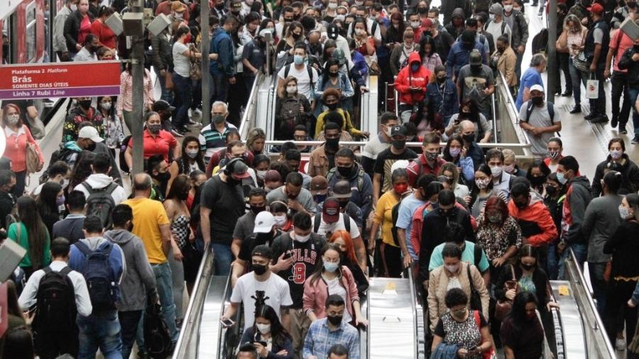 Metrô em São Paulo, multidão, pandemia - NurPhoto/Colaborador Getty Images