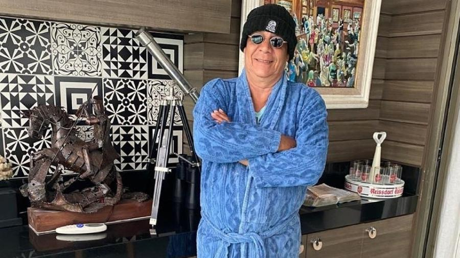Zeca Pagodinho vestido para enfrentar o frio em Xerém - Reprodução/Instagram