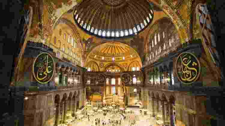 Interior fascinante da Hagia Sophia, usada como basílica pelos bizantinos e mesquita pelos otomanos - Getty Images - Getty Images