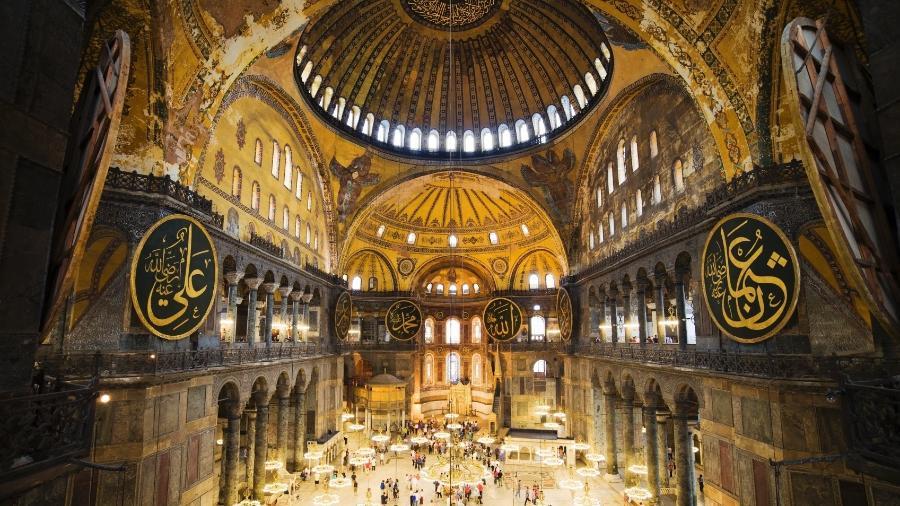 Interior fascinante da Hagia Sophia, usada como basílica pelos bizantinos e mesquita pelos otomanos - Getty Images