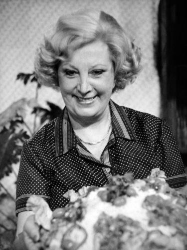"Ofélia Anunciato foi a culinarista do primeiro programa feminino da TV brasileira, o ""Revista Feminina"", apresentado por Maria Thereza Gregori, na TV Tupi. O programa ficou no ar até 1968"