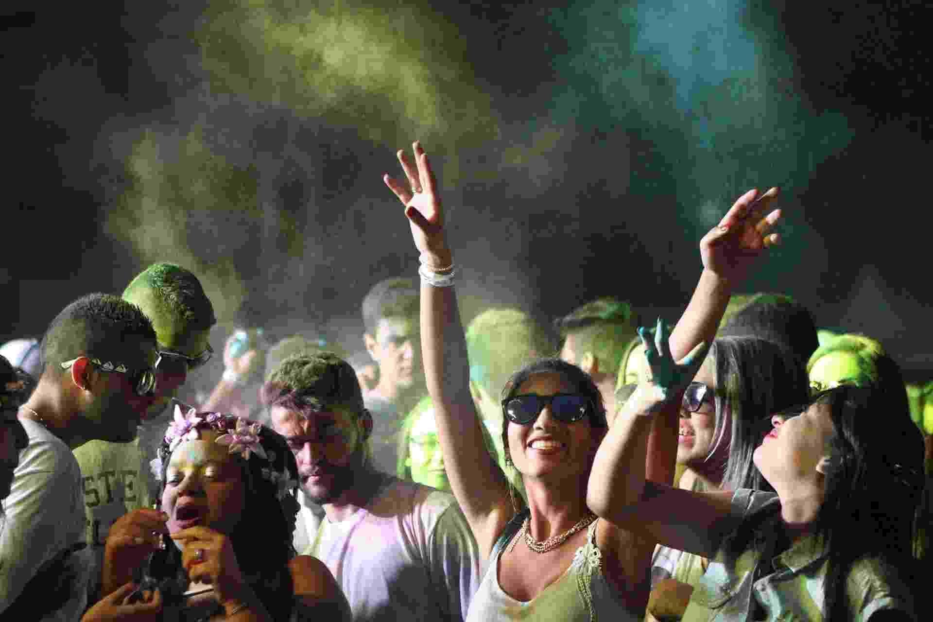 Festival Holi Color Brasil atrai muitos jovens na Arena Relâmpago, no Estádio da Portuguesa ? Canindé, em São Paulo, neste domingo4.out.2015 - Festival Holi Color Brasil atrai muitos jovens na Arena Relâmpago, no Estádio da Portuguesa ? Canindé, em São Paulo, neste domingo - Junior Lago/UOL