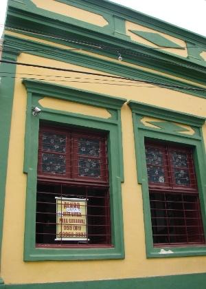 20.jan.2016 - Próximo à Pitombeira dos Quatro Cantos, um dos blocos mais tradicionais de Olinda, ainda há imóveis para alugar