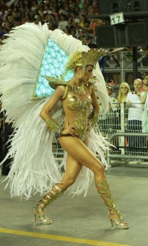 7.fev.2017 - A apresentadora Ana Hickmann desfila com a Vai-Vai, quinta escola a entrar na avenida no segundo dia de Carnaval de SP
