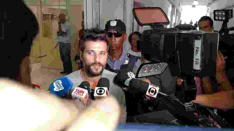 Bruno Gagliasso acompanha a operação da Delegacia de Repressão aos Crimes de Informática do Rio de Janeiro para prender os acusados de ataques contra a filha - Marcela Ribeiro/UOL