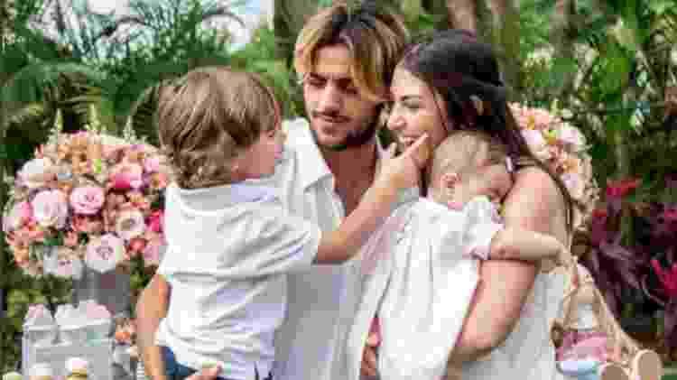 Felipe Simas e a mulher, Mariana Uhlmann, com os filhos, Maria e Joaquim - Reprodução/Instagram/uhlmannmariana - Reprodução/Instagram/uhlmannmariana