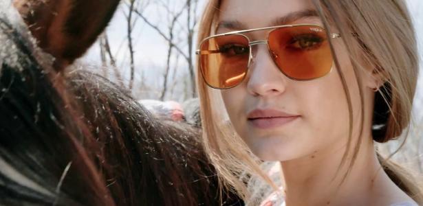 84ed21bf6db31 Óculos de lentes amarelas estão com tudo. Mas podem ser usados no sol  -  14 08 2017 - UOL Universa