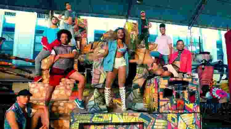 """Cena do clipe """"No Funk Ninguém Dança Mais do que As Bichas"""" - Reprodução/ Youtube - Reprodução/ Youtube"""
