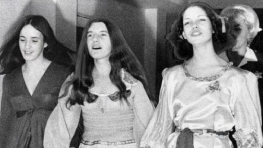 Susan Atkins, Patricia Krenwinkel e Lesli Van Houten, durante os julgamentos pelos assassinatos de agosto de 1969  - Getty Images