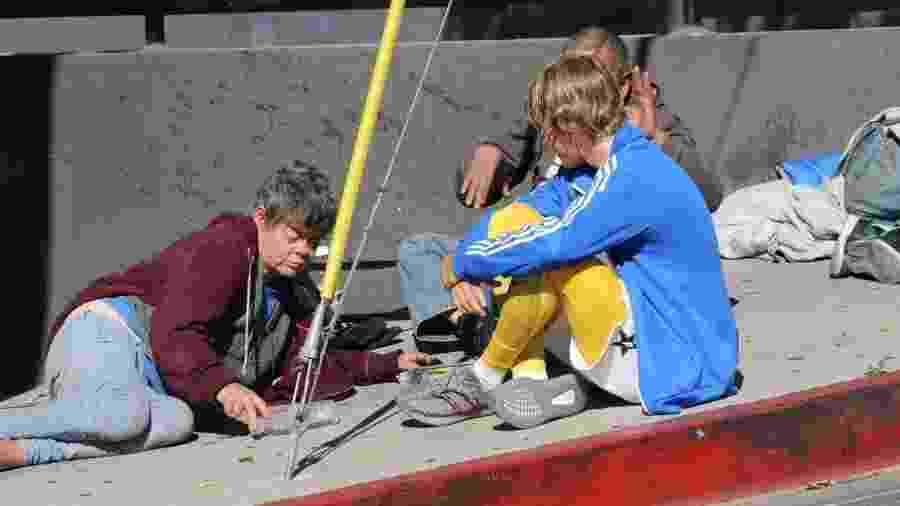 Justin Bieber entrega água e comida para moradores de rua em Hollywood - Reprodução