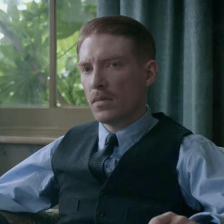 "Domhnall Gleeson vive o Dr. Faraday em ""The Little Stranger"" - Reprodução"