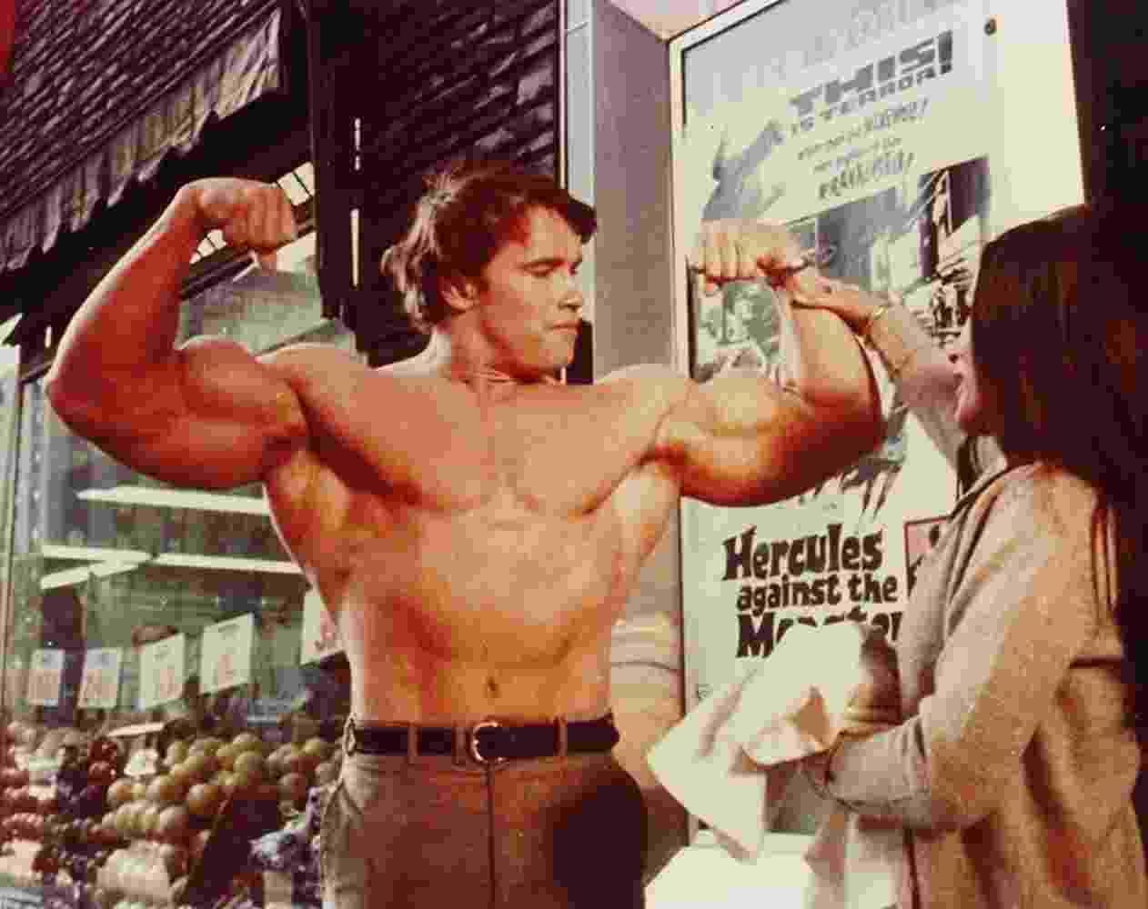 """Arnold Schwarzenegger e Deborah Loomis em """"Hércules em Nova York"""" (1970) - Divulgação"""