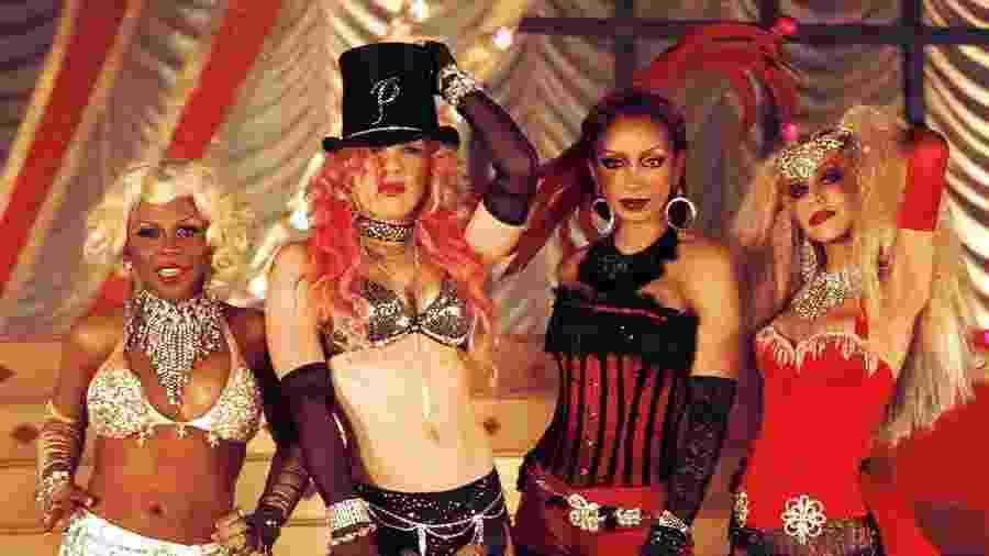 """Lil"""" Kim, Pink, Mýa e Christina Aguilera no vídeo de """"Lady Marmalade"""", de 2001 - Divulgação"""
