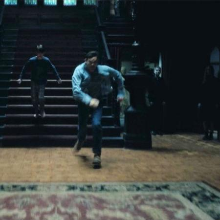 """Fantasma escondido em """"A Maldição da Residência Hill"""" - Reprodução/Vulture"""
