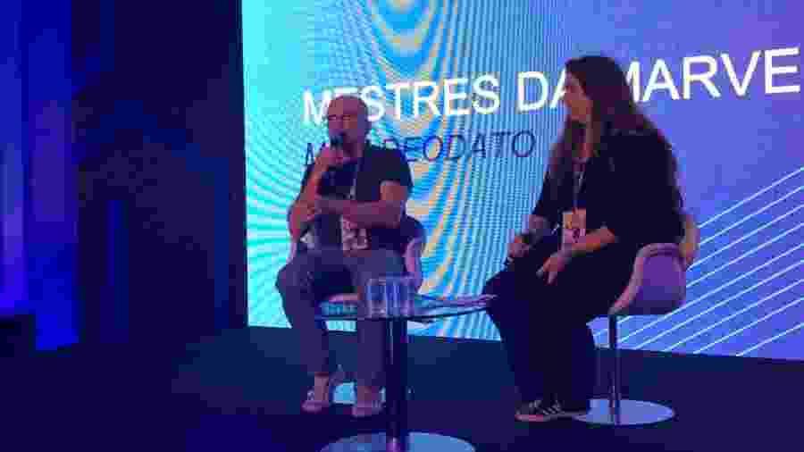 O quadrinista Mike Deodato Jr. durante painel na CCXP 2018 - Felipe Branco Cruz/UOL