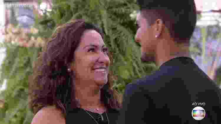 """Gabriel e a mãe Simone Medina no """"Mais Você"""" - Reprodução/Globo - Reprodução/Globo"""