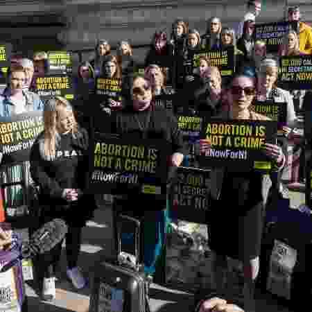 Mulheres protestam pelo legalização do aborto na Irlanda do Norte - Getty Images