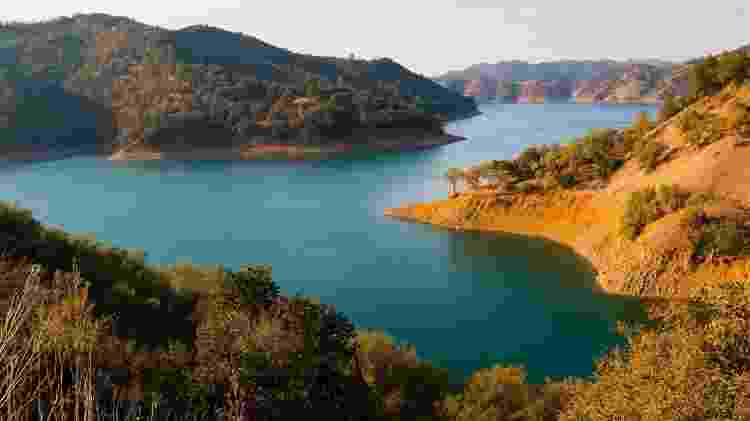 O lago Berryessa exibe lindas paisagens para o turista - photoquest7/Getty Images/iStockphoto - photoquest7/Getty Images/iStockphoto
