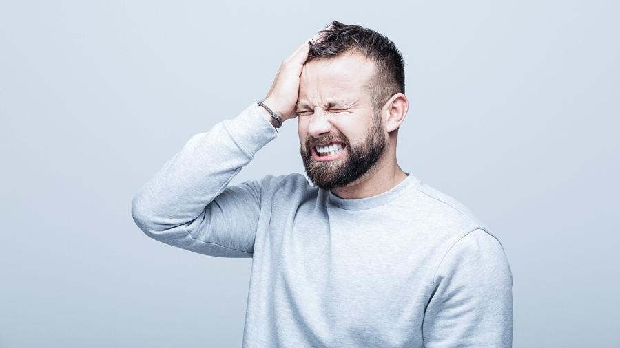 O costume de apertar ou ranger os dentes quando se está acordado pode causar  dor de cabeça e na face  - iStock