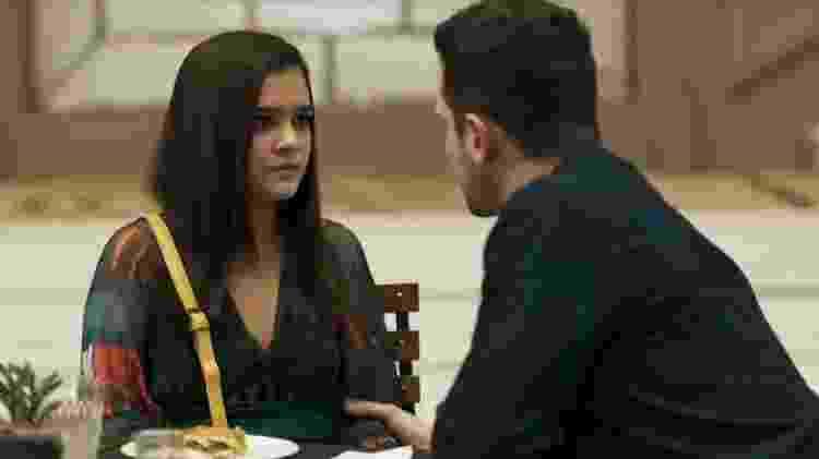 Cássia é atacada em A Dona do Pedaço - Reprodução/Globo