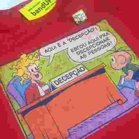 """Camiseta do meme do Louco e broche do """"ata"""" da Mônica - Renata Nogueira/UOL - Renata Nogueira/UOL"""