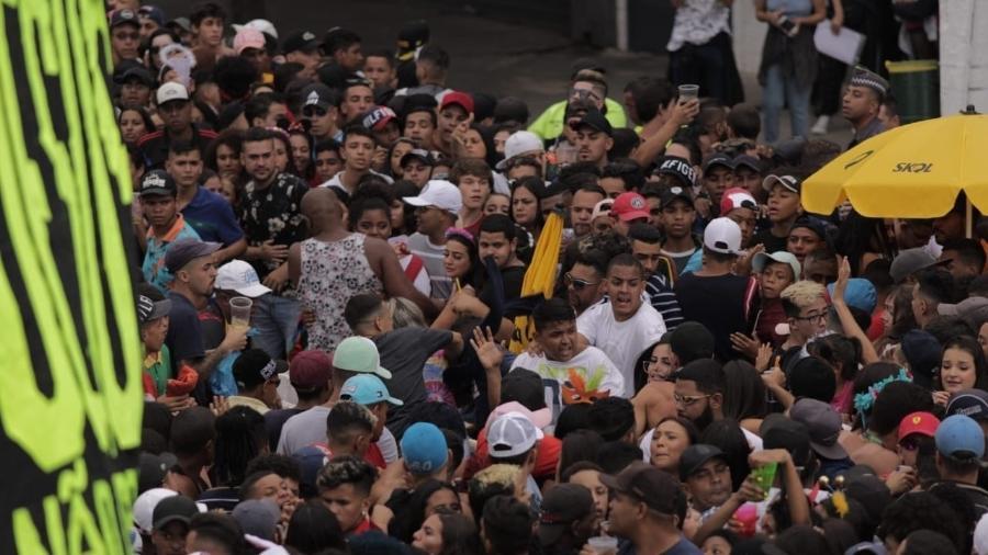 Foliões discutem no Bloco KondZilla, na zona oeste de São Paulo - André Lucas/UOL