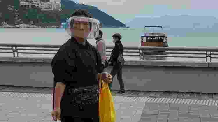 Chineses usam galões de água - Reprodução - Reprodução
