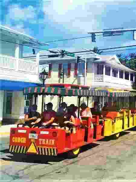 Trem turístico percorre as ruas de Key-West  - Evandro Augusto/UOL - Evandro Augusto/UOL