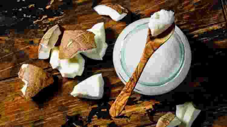 O óleo de coco tem mais gordura saturada que a manteiga ?e uma colher de sopa tem mais da metade do limite diário recomendado para as mulheres - Getty Images - Getty Images