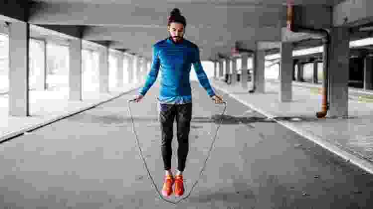 Pular corda, exercícios, aquecimento - iStock - iStock