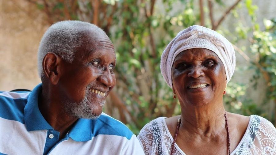 A atriz Chica Xavier, que morreu neste sábado (8), aos 88 anos, com o marido, Clementino Kelé - Reprodução/Instagram
