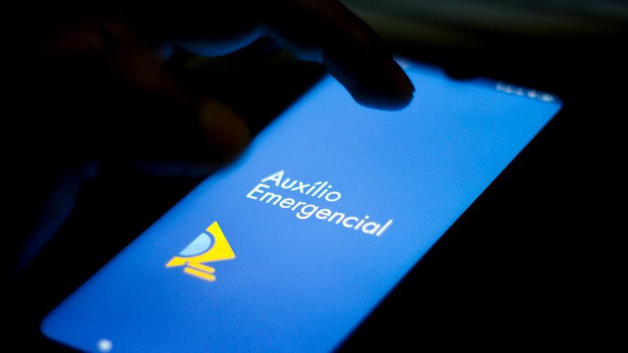 Beneficiários do auxílio emergencial receberão mensagens do governo entre hoje e amanhã - Rafael Henrique/Getty Images